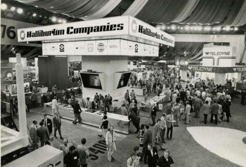 1976_Exhibit Floor_HouChron b
